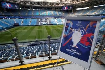 La UEFA presentó el logo de la final de la Champions de San Petersburgo. EFE