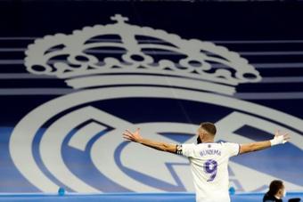 Benzema espera marcar por lo menos otros 200 goles más como 'merengue'. EFE