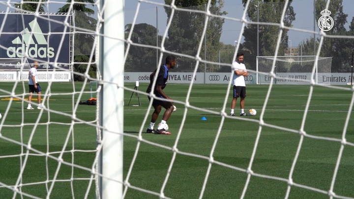 David Alaba completes his first Real Madrid training session. DUGOUT