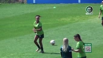 Pia Sundhage acompanha treino do time feminino do América-MG.