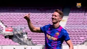 Luuk de Jong é apresentado pelo Barcelona no Camp Nou. DUGOUT
