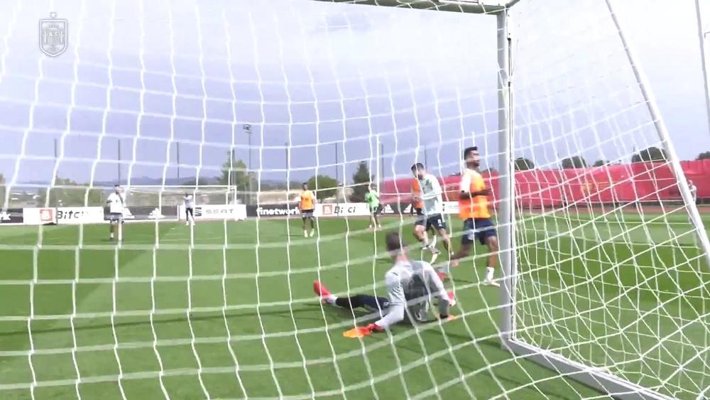 L'entrainement de l'Espagne après la Géorgie. dugout