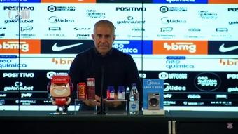 Sylvinho elogia montagem do time.