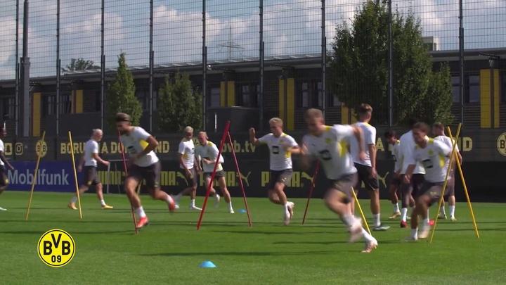 Le premier entrainement de Pongracic avec Dortmund. Dugout