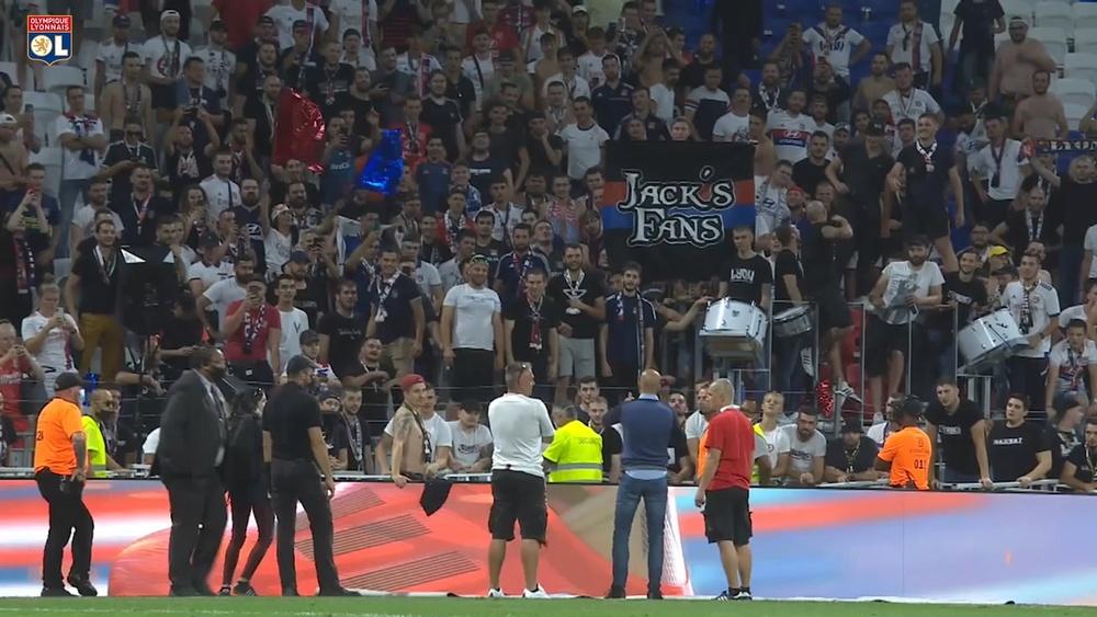 Peter Bosz s'adresse aux supporters après Strasbourg. Dugout