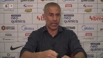 Sylvinho vê interferência em lance polêmico no empate com o Atlético-GO. DUGOUT