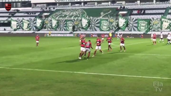Com gol de Rodrigo Muniz, Flamengo vence o Coritiba na Copa do Brasil.