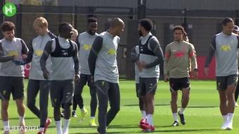 VIDÉO : Liverpool se prépare pour affronter Porto. Dugout