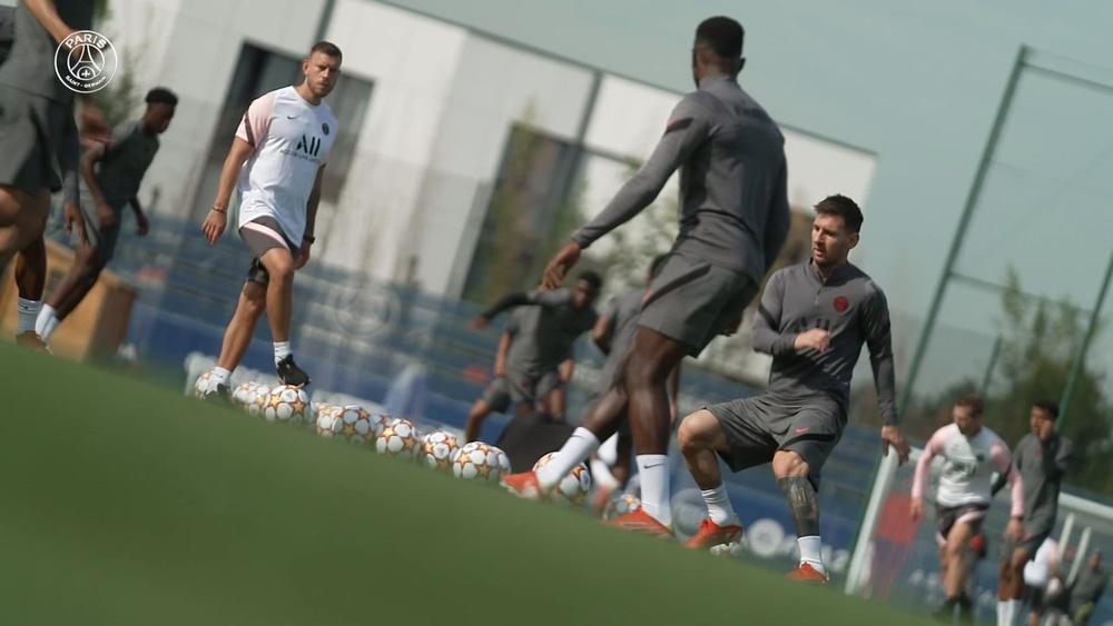 L'entraînement de Messi avant son premier match de UCL avec le PSG. Dugout