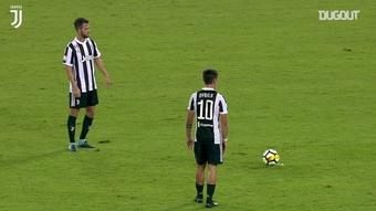 Il gol di Dybala contro la Lazio. Dugout