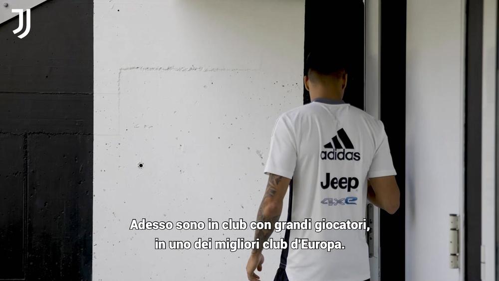 Kaio Jorge saluta i nuovi tifosi. Dugout