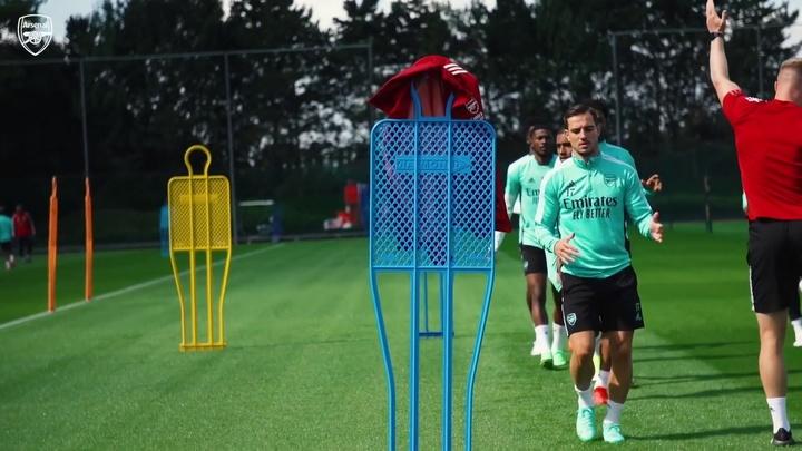 Último treino do Arsenal antes de estreia na Premier League. DUGOUT