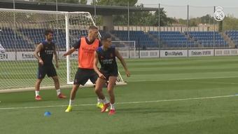 El entrenamiento del Madrid contó con la presencia de Mendy. DOGOUT