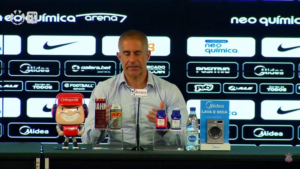 Sylvinho comenta sobre situação física de Róger Guedes. DUGOUT