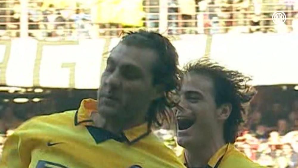 Il gol spettacolare di Christian Vieri contro la Sampdoria. Dugout