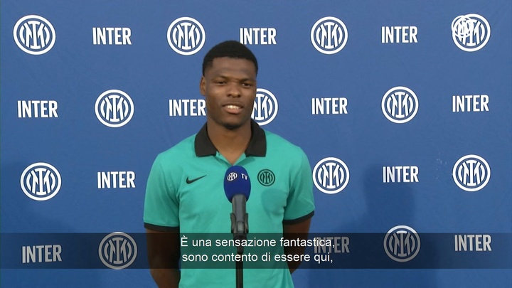 Dumfries in conferenza stampa. Dugout