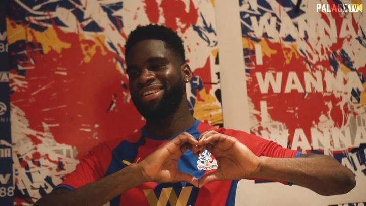 Les premiers moments d'Odsonne Edouard à Crystal Palace. dugout