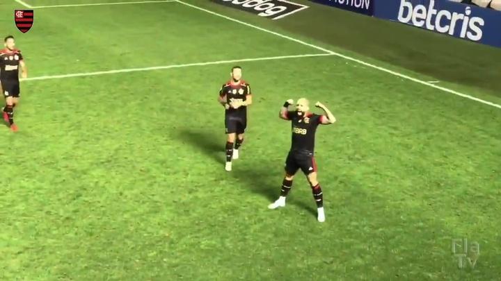 Confira o hat-trick de Gabigol sobre o Santos na Vila Belmiro. DUGOUT