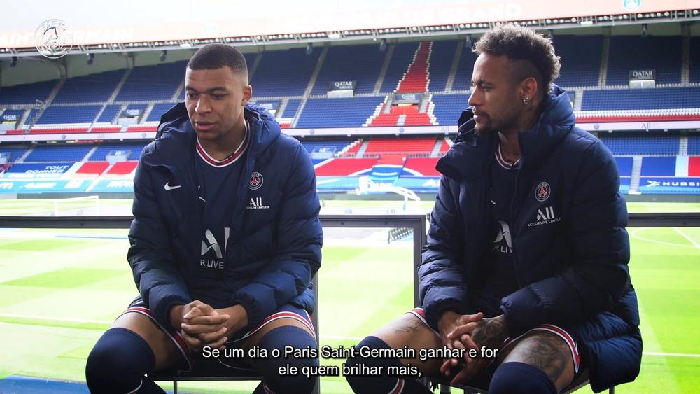 Neymar e Mbappé negam disputa por Bola de Ouro.