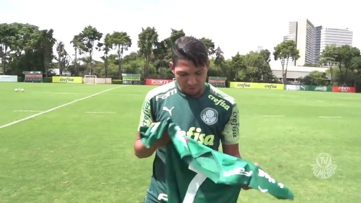 Rony comemora após virar o novo camisa 7 do Palmeiras. DUGOUT