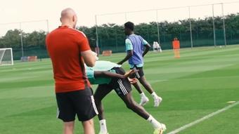 Bukayo Saka fait son retour à l'entraînement d'Arsenal. Dugout