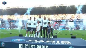 La présentation incroyable de Messi au Parc des Princes. Dugout