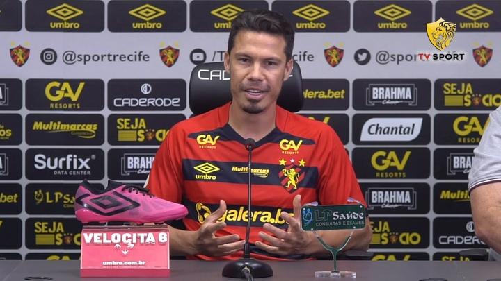 Hernanes foi apresentado no Sport Recife.