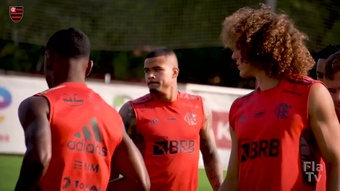 Flamengo are getting ready for the game against Barcelona. SC. DUGOUT
