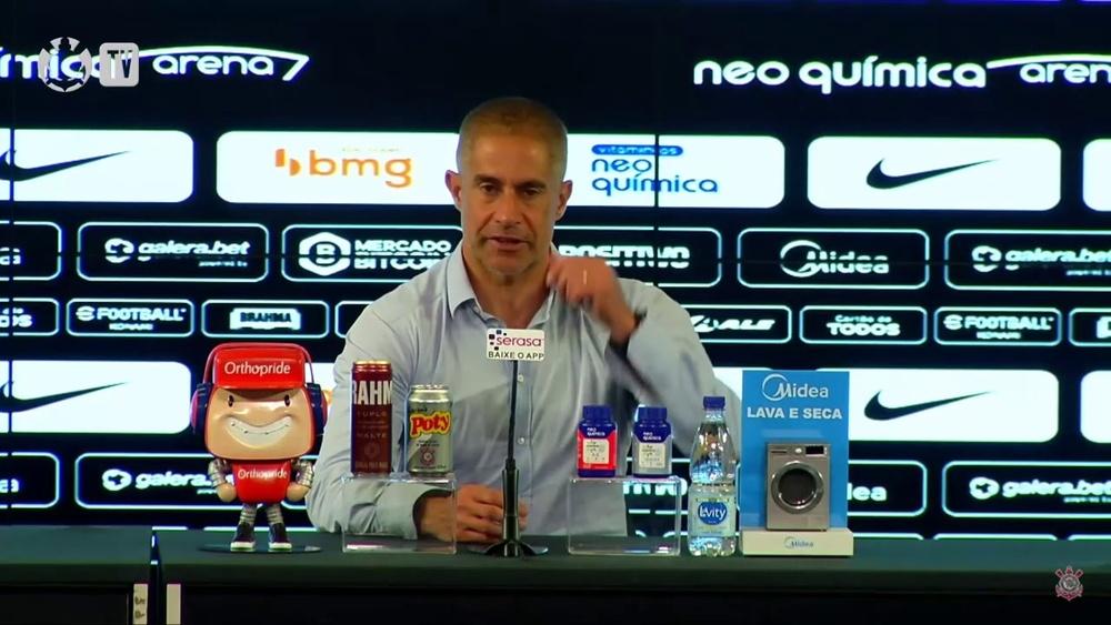 Sylvinho explica posicionamento de Róger Guedes. DUGOUT