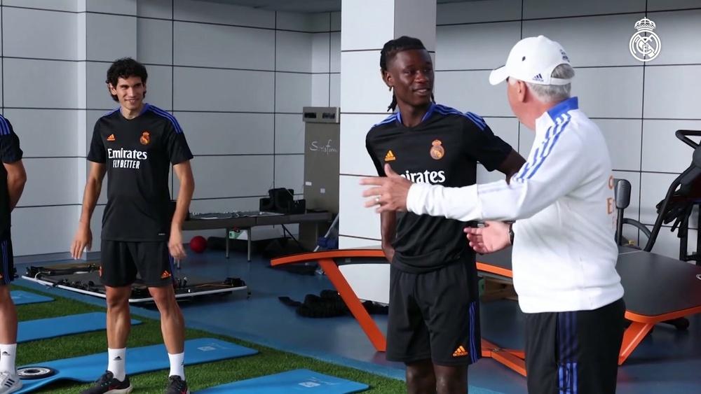 Le premier entrainement de Camavinga avec le Real Madrid. dugout