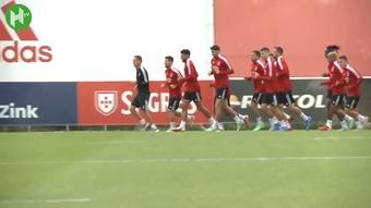 Benfica treina para encarar o Dínamo de Kiev na Champions. DUGOUT