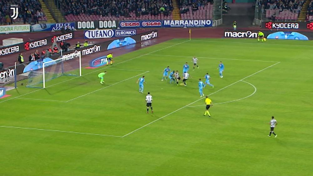 L'incredibile gol di Pogba contro il Napoli. Dugout
