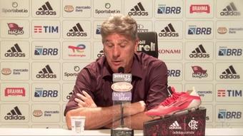 Renato explica substituições e revela problema na perna de Éverton Ribeiro. DUGOUT
