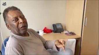 Em recuperação no hospital, Pelé canta o hino do Santos. DUGOUT