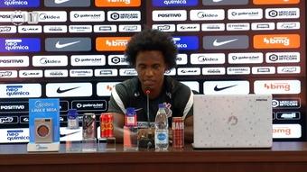 Willian despista sobre possível chegada de David Luiz ao Corinthians.
