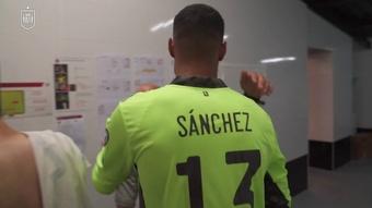 VIDÉO : Robert Sánchez félicité pour sa première en équipe nationale. Dugout