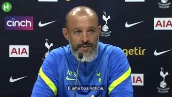 Nuno comemora volta de Lucas aos treinos antes de Tottenham x Arsenal. DUGOUT