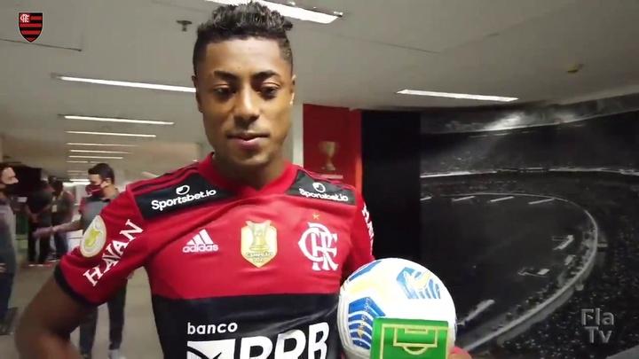 Bruno Henrique comemora hat-trick.