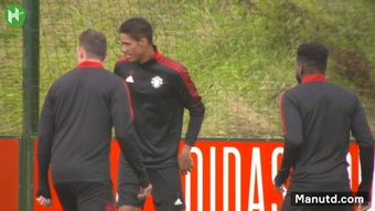 Raphaël Varane trains with Manchester United team mates. DUGOUT