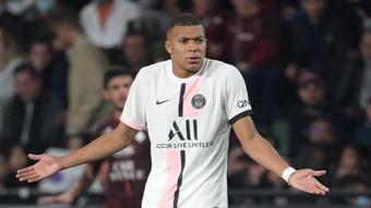 La provocation de Mbappé, 'l'essence du foot' selon Rothen. Goal