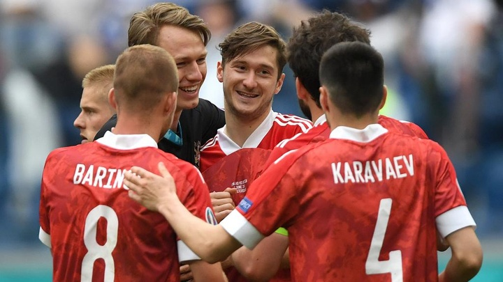 Miranchuk was happy after Russia got the points against Finland. GOAL