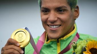 Ouro de Ana Marcela nas Olimpíadas tem festa no futebol: as reações à medalha da baiana