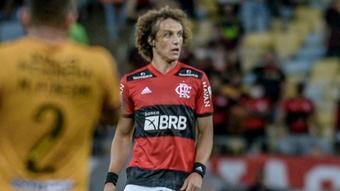David Luiz mostra repertório em estreia. EFE