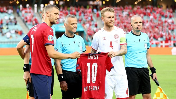 Czech and Denmark players paid their respects to Eriksen pre-match. GOAL
