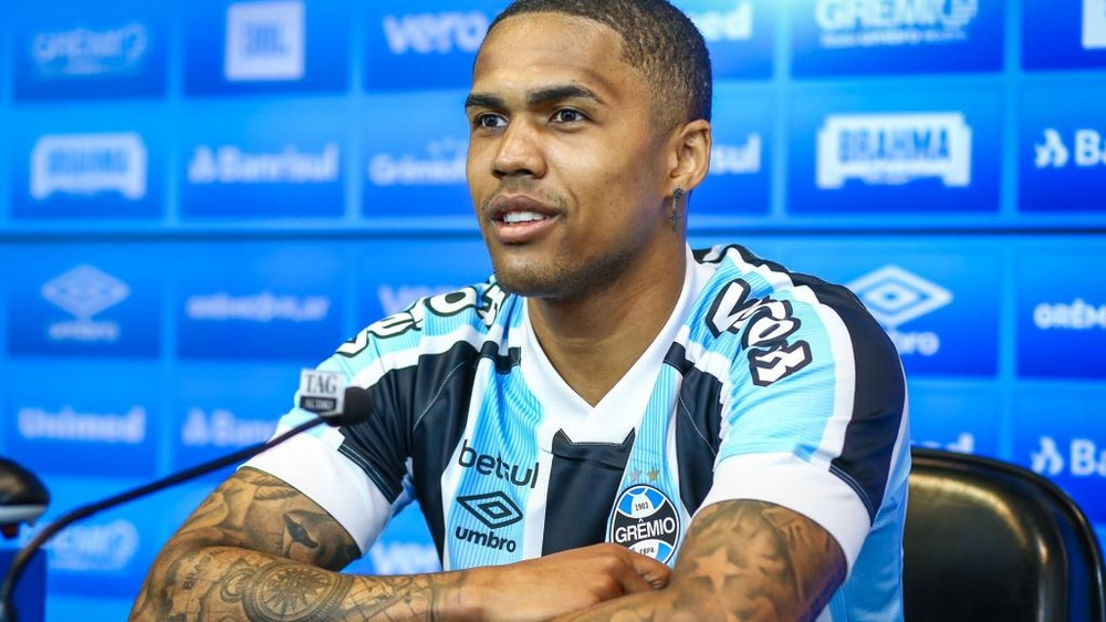 Douglas Costa é apresentado no Grêmio. EFE