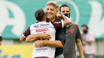 A transformação de Michael no Flamengo: com Renato e sem Renato.