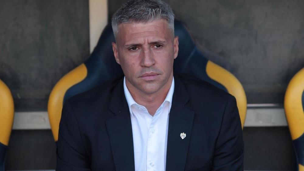 São Paulo avisou que Crespo fica mesmo com queda na Copa do Brasil. EFE