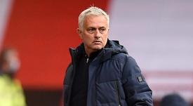 Mourinho quitte la conférence de presse en raison de difficultés techniques. GOAL