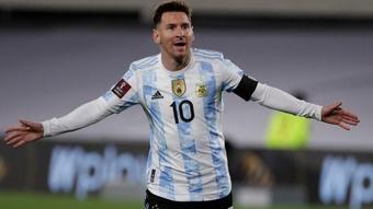 Messi breaks Pele record.
