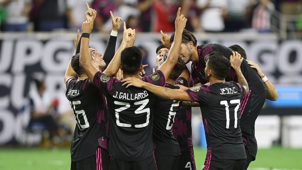 Mexico 2-1 Canada: Herrera fires El Tri into Gold Cup final with 99th-minute winner